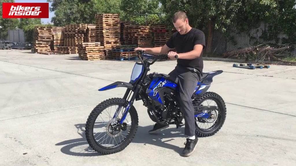 What makes the Apollo AGB-36 the best cheap dirt bike for adults is its size and weight.