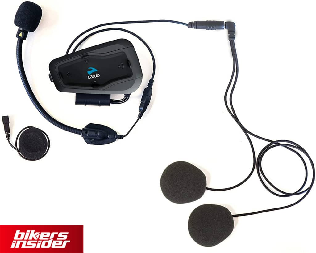 The speakers and the microphone of the Cardo Freecom Plus provide nice sound quality.