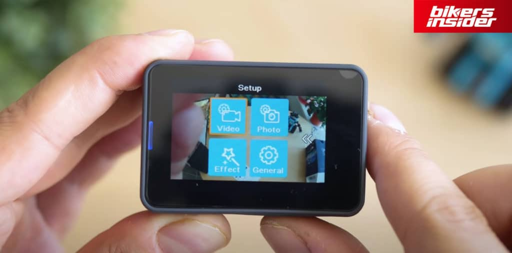 Akaso V50 Pro utilizes quite an intuitive user interface that you can navigate via the touch screen or with the buttons.