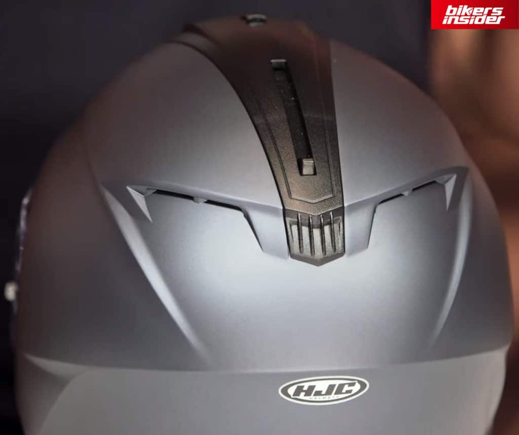 The rear vents on the HJC C70.