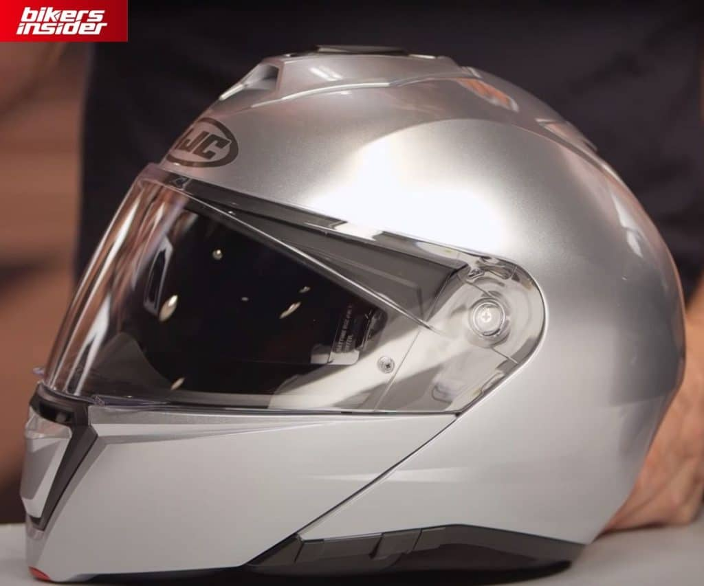 The clear face shield of the HJC i90.