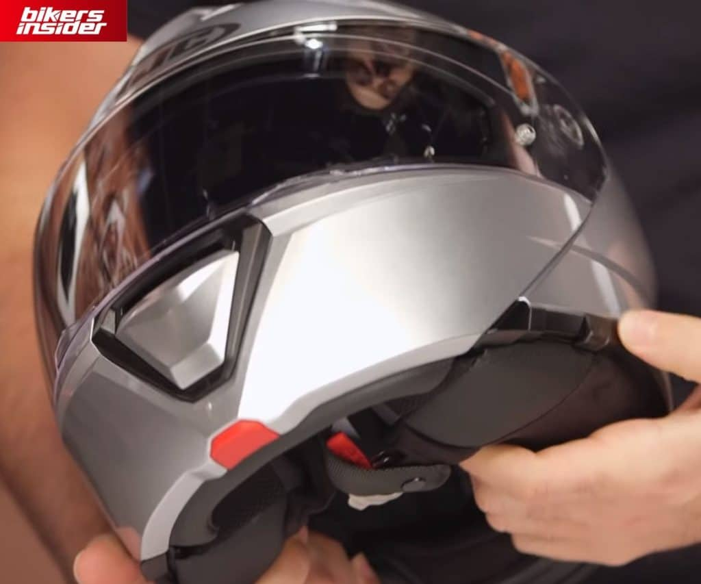 The sun visor adjuster on the HJC i90 is located on the lower left jawline, which is a much better position than on the top of the helmet.