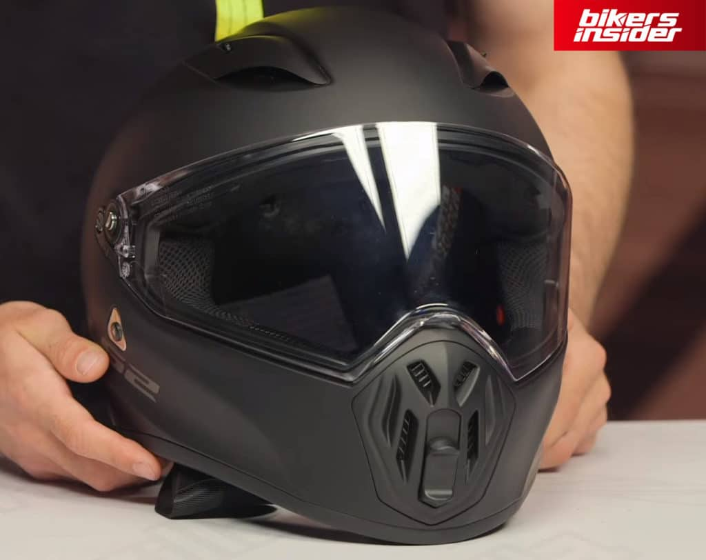 The chin vent on the LS2 Street Fighter helmet.