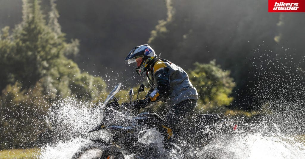 When it comes to the water resistance of the Sena 50R, it's a fairly water-resistant device, but it sadly has no IP waterproof rating.