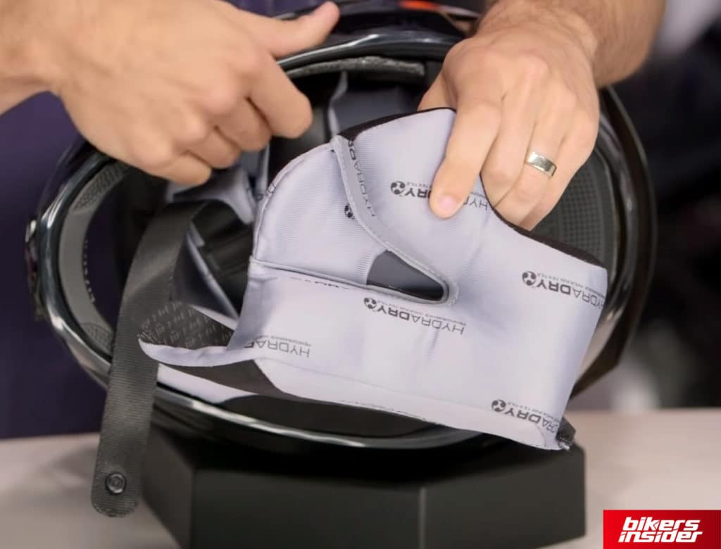 The cheek pads of the Icon Airframe Pro are quite comfortable.
